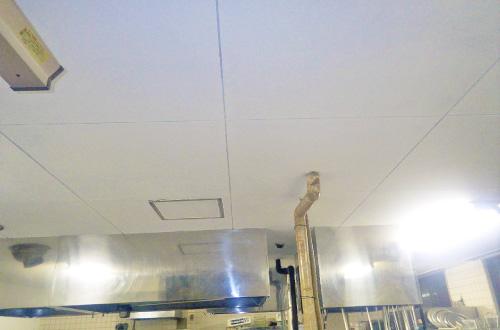 厨房内天井・壁面改修工事