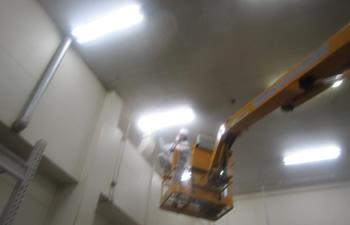 工場内 高所粉塵除去